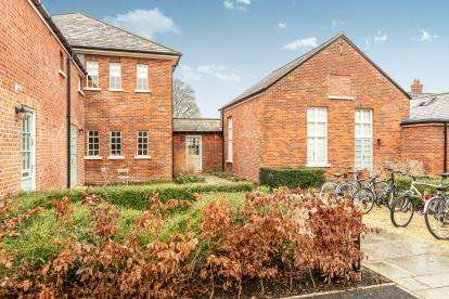 3 Bedrooms End Of Terrace House for sale in The Officers Mess, Orchard Lane, Caversfield, Bicester