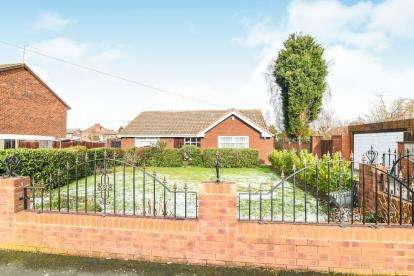 2 Bedrooms Bungalow for sale in Fairfield Drive, Halesowen, West Midlands, United Kingdom