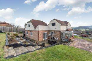 7 Bedrooms Detached House for sale in Rochester Road, Halling, Rochester, Kent