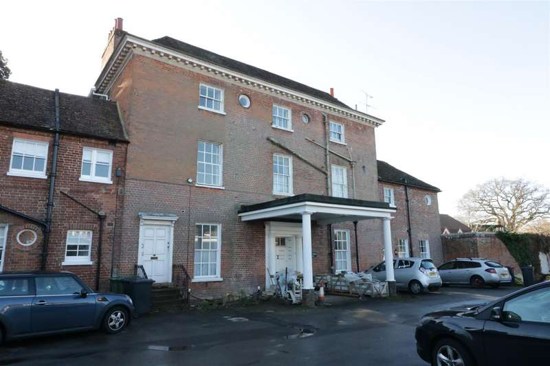 3 Bedrooms Apartment Flat for sale in Mill Lane, Calcot, Reading