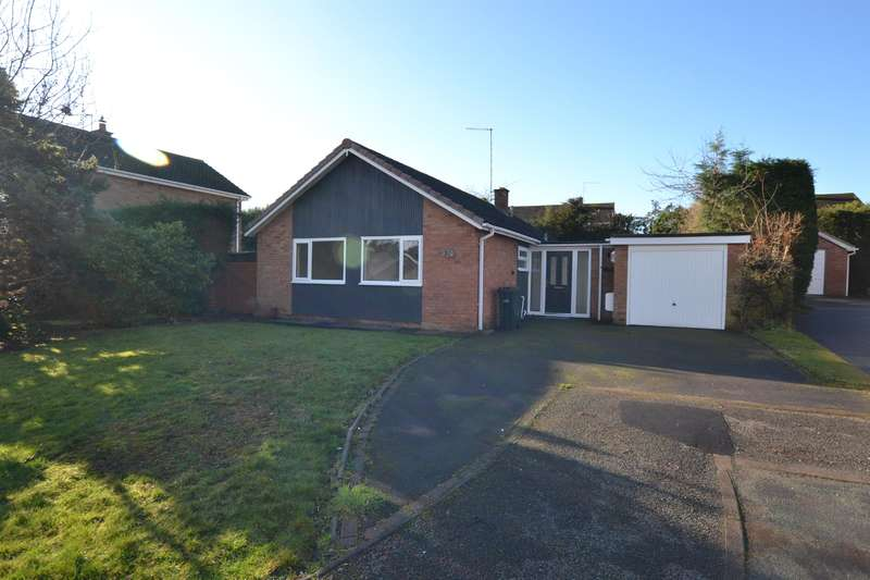 3 Bedrooms Bungalow for sale in Cedars Avenue, Kingswinford, DY6 9PA