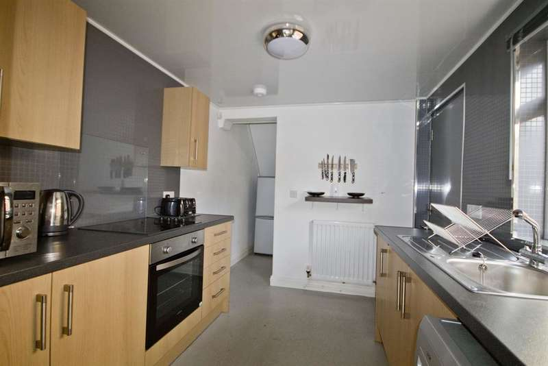 3 Bedrooms Terraced House for sale in Ross Street, Middlesbrough, TS1 4EJ