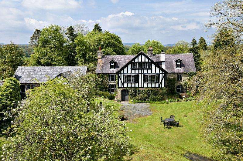 9 Bedrooms Detached House for sale in Howey, Llandrindod Wells, Powys