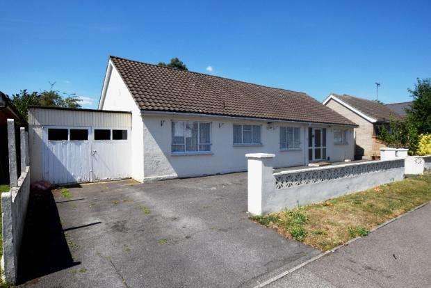 4 Bedrooms Detached Bungalow for sale in Sandon Road, Basildon SS14