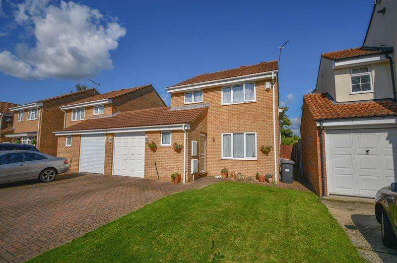 4 Bedrooms Detached House for sale in CHAIN FREE...Demontfort Rise, Ware