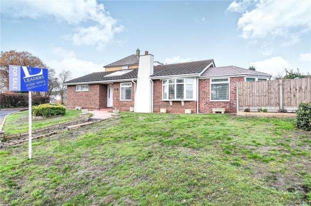 2 Bedrooms Detached Bungalow for sale in Shakespeare Road, Colchester