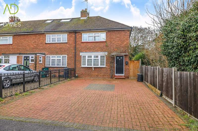 2 Bedrooms End Of Terrace House for sale in The Meadway, Hoddesdon, EN11