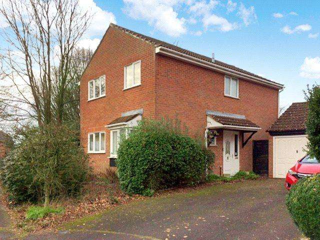 4 Bedrooms Detached House for sale in Augustus Drive, Basingstoke, RG23