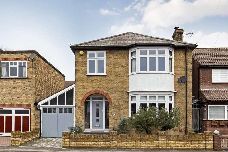 3 Bedrooms Detached House for sale in Essex Road, South Woodford