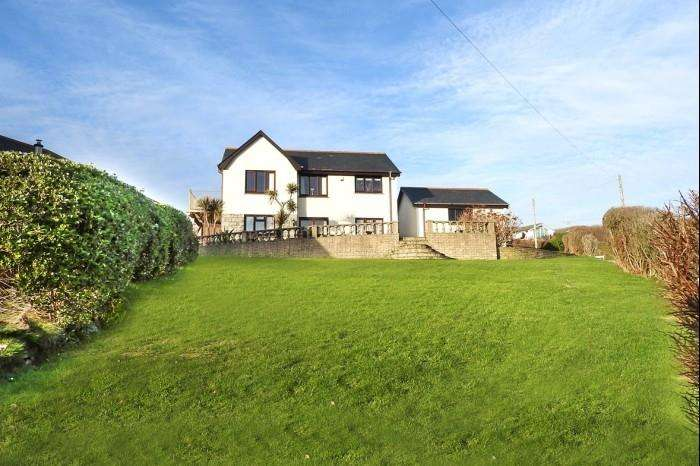 4 Bedrooms Town House for sale in 1 SUNNYBANK, PORTHLEVEN, TR13