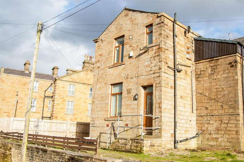 2 Bedrooms Semi Detached House for sale in Manchester Road, Burnley