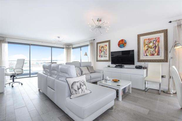 2 Bedrooms Apartment Flat for sale in Quay West, Penthouse, Poole