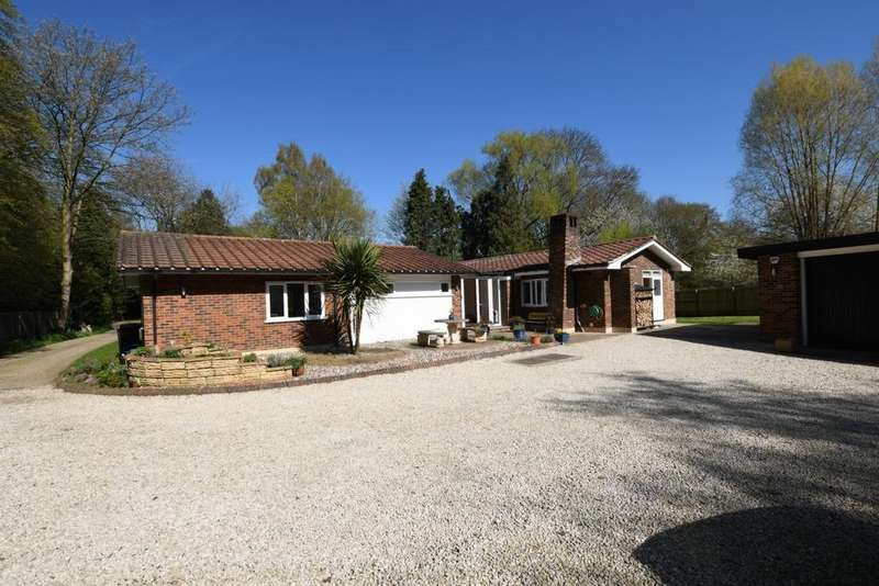 4 Bedrooms Bungalow for sale in Third Avenue, Harlow, CM18