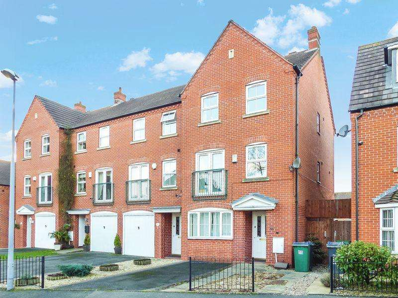 4 Bedrooms Terraced House for sale in David Harman Drive, West Bromwich, West Midlands