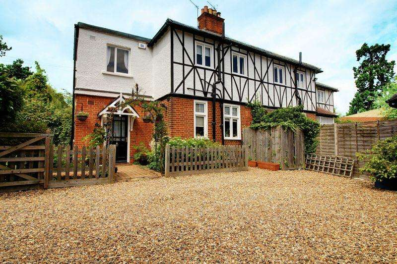 3 Bedrooms Semi Detached House for sale in Stockings Lane, Little Berkhamsted