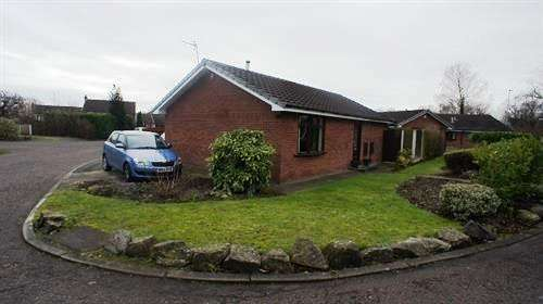 2 Bedrooms Detached Bungalow for sale in Dundee Close, Warrington