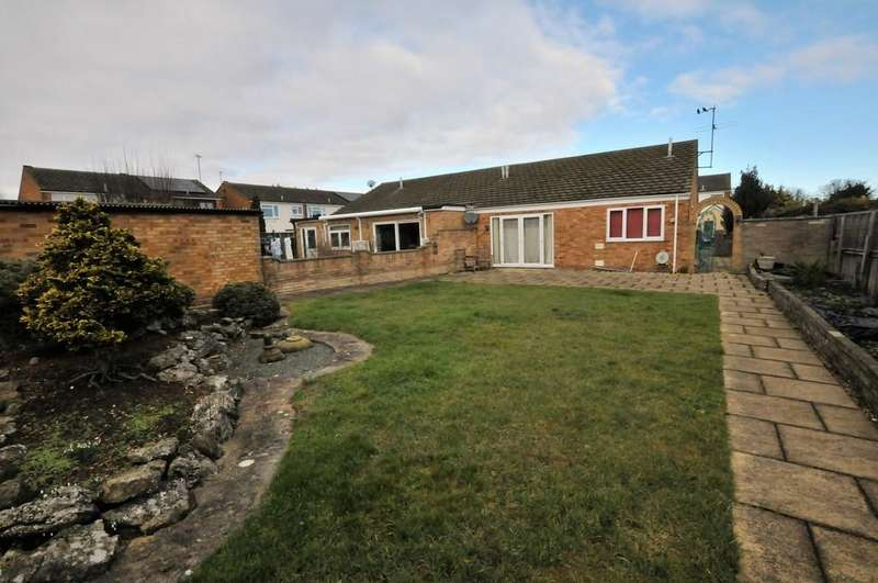 3 Bedrooms Semi Detached Bungalow for sale in Chilcourt, Royston