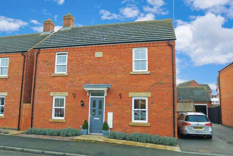 4 Bedrooms Detached House for sale in Central Bourne