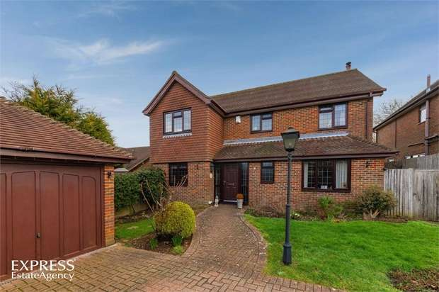 4 Bedrooms Detached House for sale in Camberlot Road, Upper Dicker, Hailsham, East Sussex