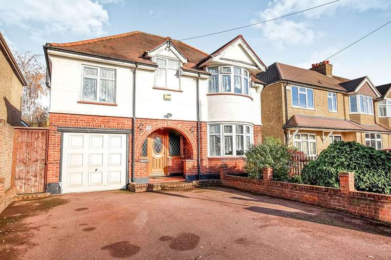 4 Bedrooms Detached House for sale in Moor Lane, Chessington, KT9