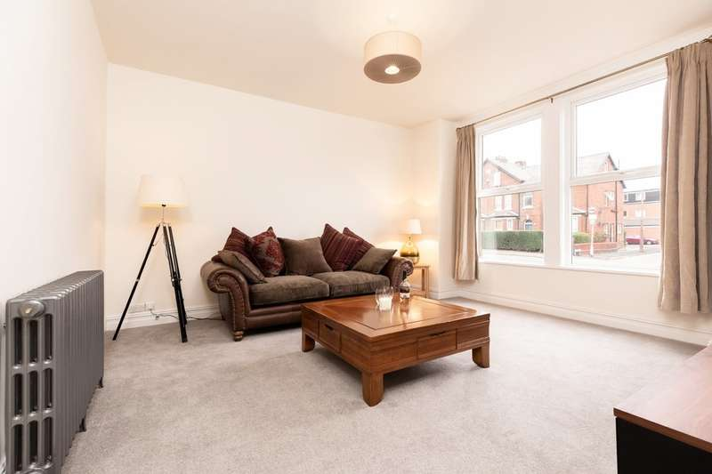 5 Bedrooms Terraced House for sale in Wellington Road North, Heaton Norris