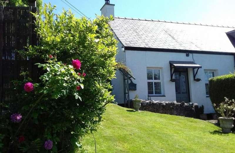 2 Bedrooms Cottage House for sale in Tan y Felin, Llanerchymedd, North Wales