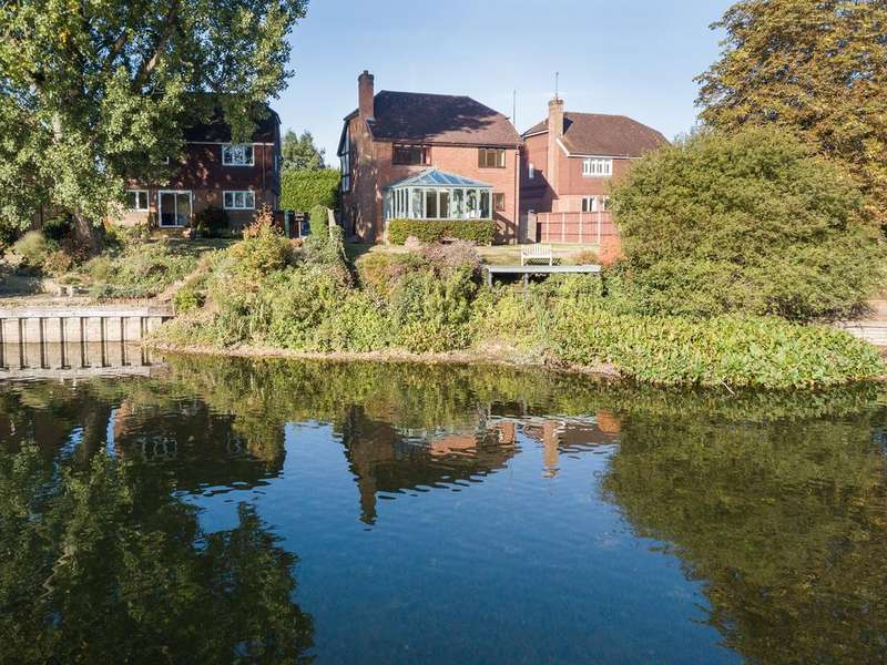 4 Bedrooms Detached House for sale in Stunning Lake Views