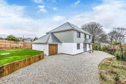 5 Bedrooms Detached House for sale in Duporth, St. Austell, Cornwall