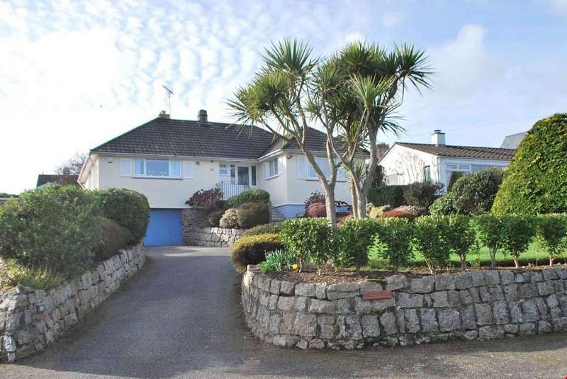 3 Bedrooms Detached Bungalow for sale in Nr. Gyllyngvase Beach, Falmouth, Cornwall