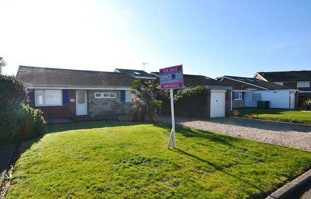 4 Bedrooms Detached Bungalow for sale in Ferring Marine, Ferring, West Sussex, BN12 5PP