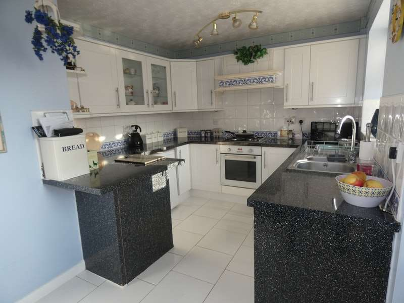 4 Bedrooms Detached House for sale in Holkham Close, Widnes, Cheshire, WA8