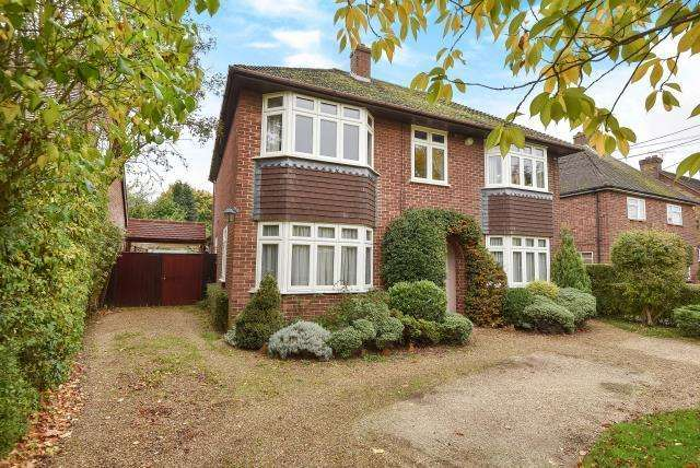 4 Bedrooms Detached House for sale in Harcourt Road, Dorney Reach, Maidenhead, SL6