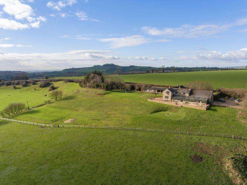 5 Bedrooms Detached House for sale in Gilcombe, Bruton , Somerset