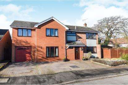 5 Bedrooms Detached House for sale in Rayne, Braintree, Essex