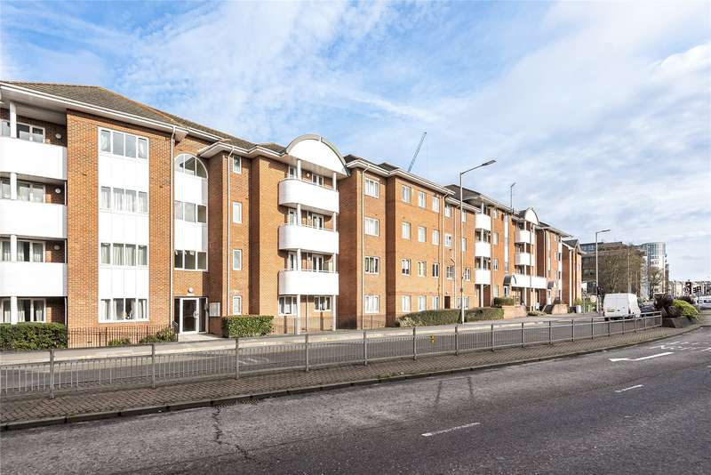 3 Bedrooms Apartment Flat for sale in Kings Oak Court, Queens Road, Reading, Berkshire, RG1