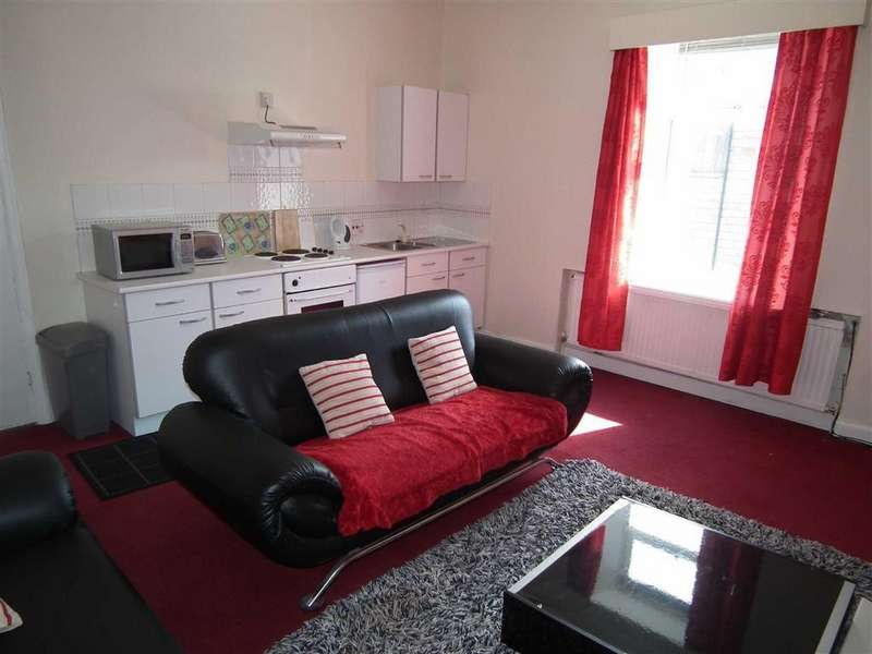 4 Bedrooms Flat for sale in Carlton Road, Burnley, Lancashire