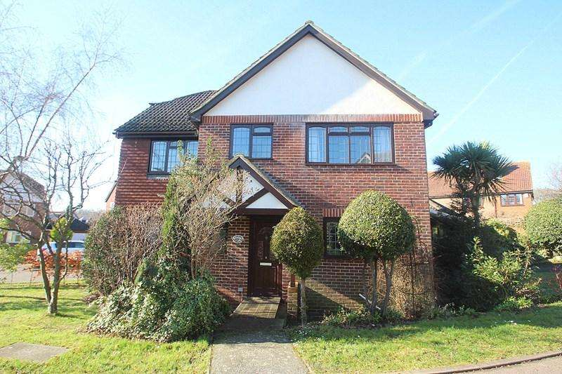 4 Bedrooms Detached House for sale in Old Priory Close, Hamble, Southampton