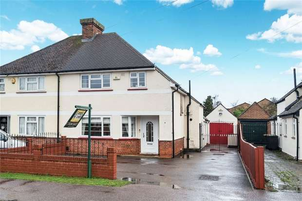 3 Bedrooms Semi Detached House for sale in Stagsden Road, Bromham, Bedford