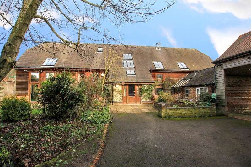 4 Bedrooms Detached House for sale in Marshcroft Lane, Tring