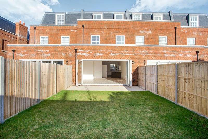 4 Bedrooms Town House for sale in Weevil Lane, Gosport