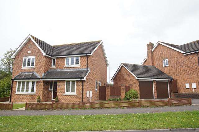 4 Bedrooms Detached House for sale in Preetz Way, Blandford Forum