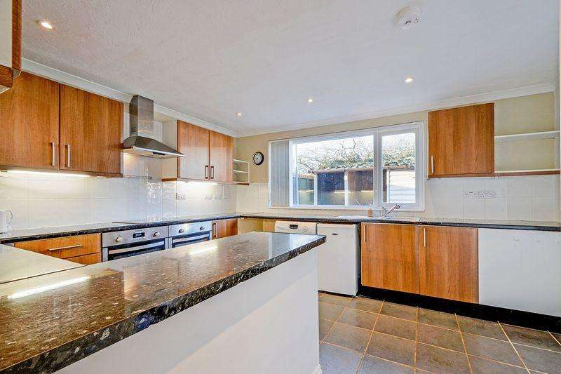 4 Bedrooms Detached Bungalow for sale in Trewithen Parc, St. Newlyn East - Chain free