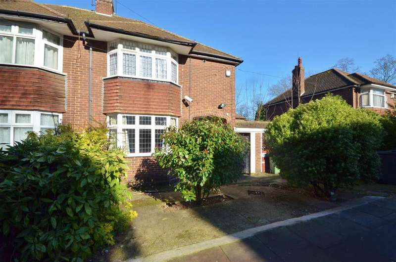 3 Bedrooms Semi Detached House for sale in Ashburnham Road, Luton