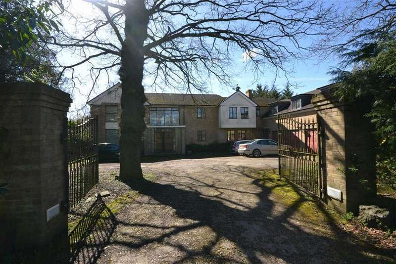 5 Bedrooms Detached House for sale in Beech Hill, Hadley Wood, Hertfordshire