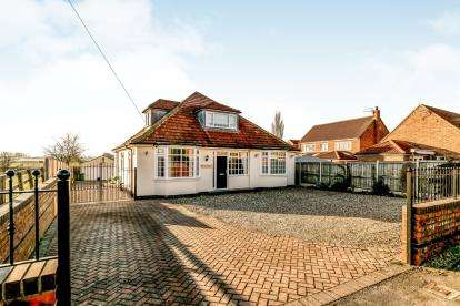 4 Bedrooms Bungalow for sale in York Road, Haxby, York, North Yorkshire