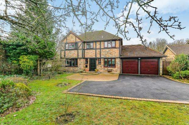 4 Bedrooms Detached House for sale in Farnborough, Hampshire, .