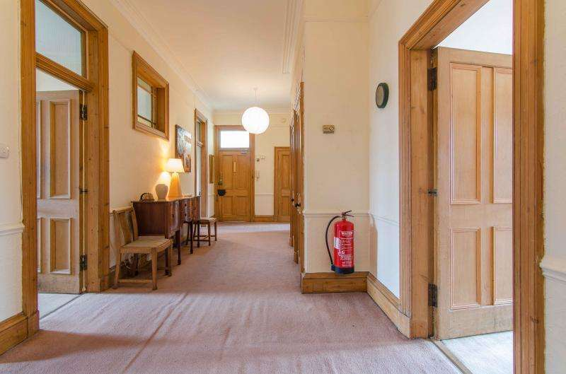5 Bedrooms Flat for rent in Spottiswoode Street, Edinburgh EH9