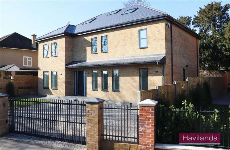 5 Bedrooms Detached House for sale in Quakers Walk, Winchmore Hill, London