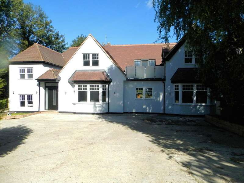 5 Bedrooms Detached House for sale in Ashburnham Gardens, Upminster, Essex RM14