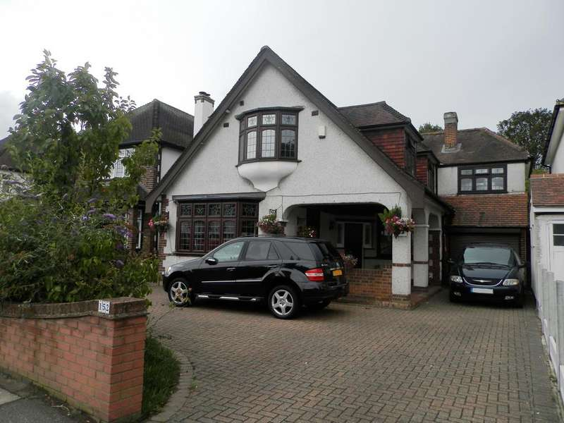 4 Bedrooms Detached House for sale in Corbets Tey Road, Upminster, Essex RM14